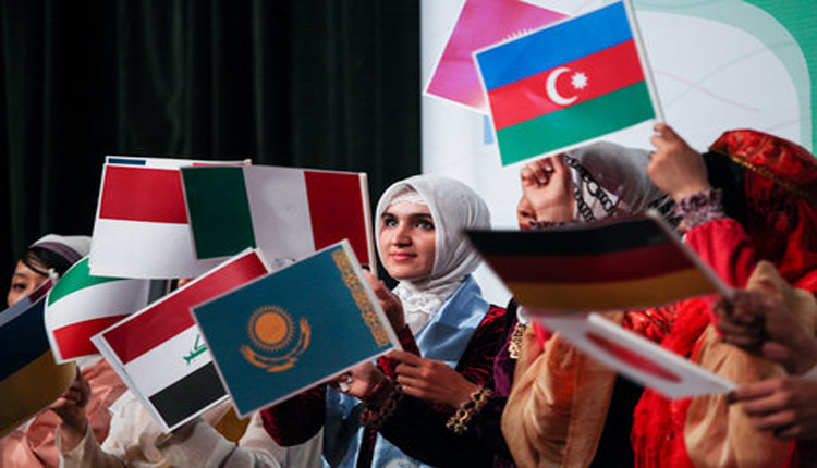 Iran attracts 10,000 foreign students each year