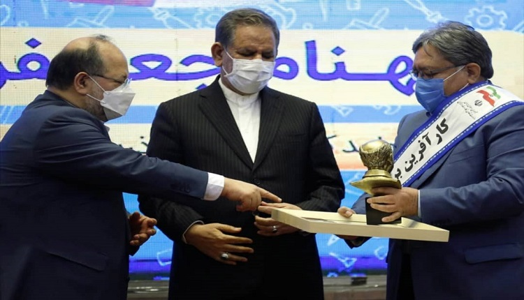 محسن احتشام بنیانگذار واحد فناور تروند زعفران قاین کارآفرین برتر ملی شد