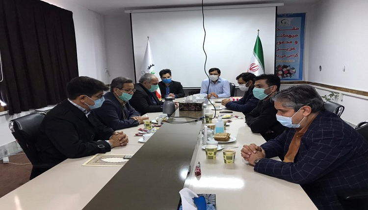 حضور اعضای شورای شهر به همراه معاونت شهرداری قاین درمرکز رشد به مناسبت هفته پژوهش و فناوری