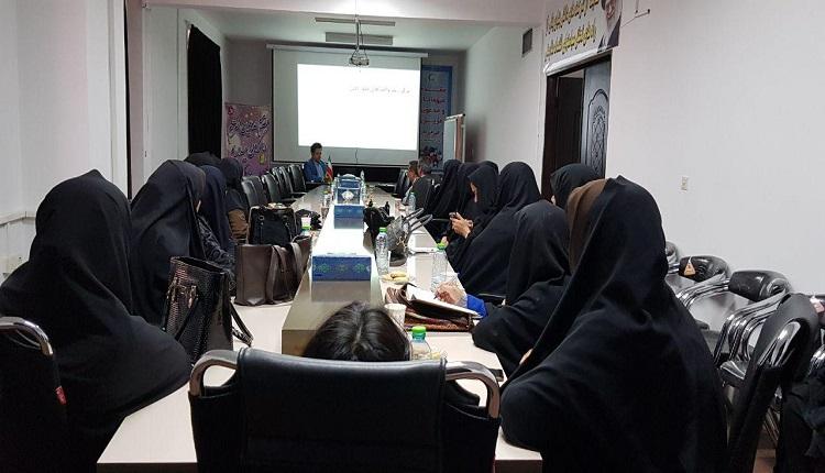 کارگاه آموزشی آشنایی با فعالیت های مرکز رشد واحد های فناور قاین ویژه دبیران آموزش و پرورش برگزار گردید