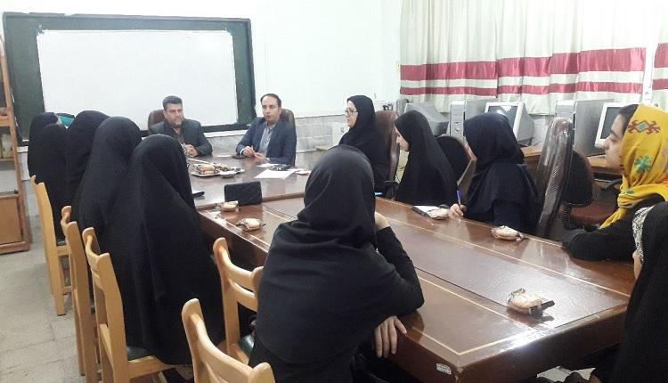 دیدار مدیر مرکز رشد با رابطان علمی دبیرستان های شهر طبس