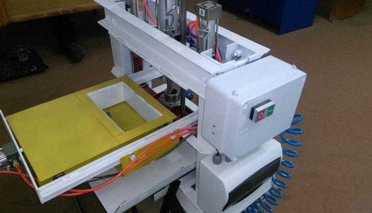 طراحی و ساخت  نمونه پایلوت دستگاه تمام اتوماتیک تولید کننده کف پوشهای بتنی